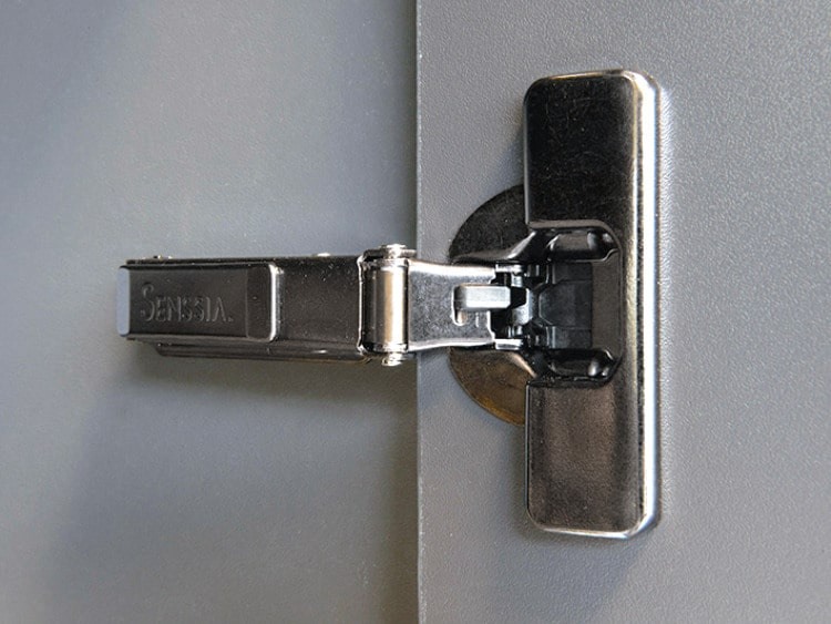 Hinges with three-dimensional adjustment
