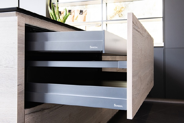 Equipamiento de serie Senssia - Cacerolas modelo estándar con cajón interior